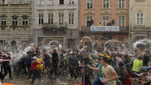 У Львові на Обливаний понеділок обмежать рух трамваїв на площі Ринок