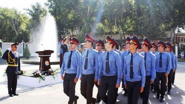 В Таджикистані міліціонерів зобов'язали раз на місяць ходити в театр