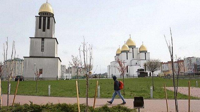 На Сихові висадили 20 сакур, подарованих посольством Японії в Україні