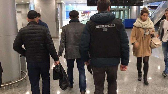 Заступника голови Одеського НПЗ затримали у Києві за фіктивний реекспорт нафтопродуктів
