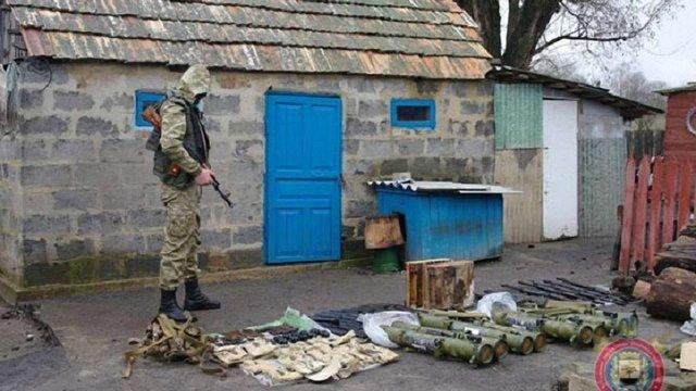 На Донеччині затримали двох бойовиків та вилучили російську зброю