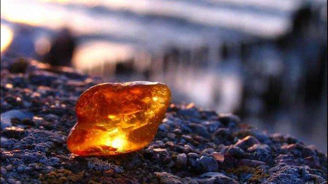 Суд скасував незаконно виданий дозвіл на родовище бурштину у Житомирській області
