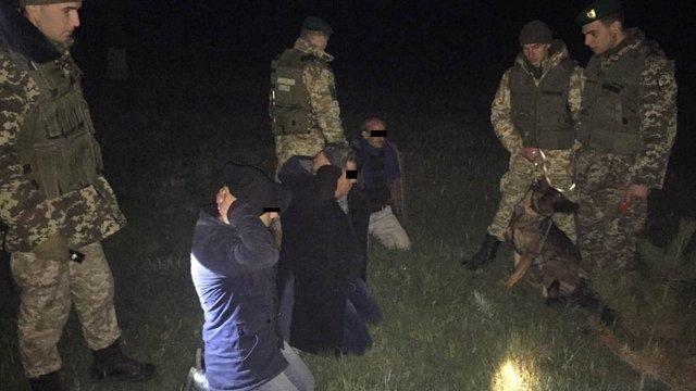 На Львівщині прикордонники затримали трьох турецьких нелегалів