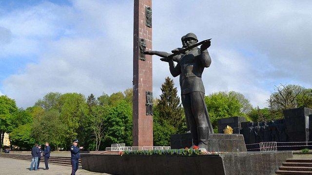 УГП вимагає демонтувати Монумент Слави та пам'ятник Терешковій у Львові