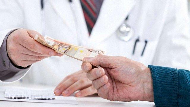 На Буковині засудили лікаря, що вимагав гроші у батьків дитини-інваліда