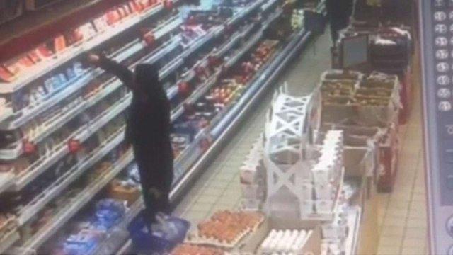 У Львові патрульні затримали чоловіка, який обікрав супермаркет