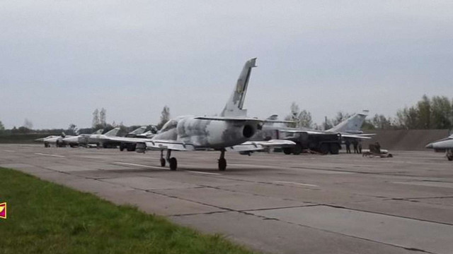 Генштаб показав відео тренувань українських бомбардувальників у небі над Луцьком
