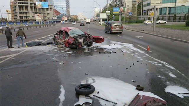 У трагічному ДТП в Києві загинув водій таксі, а його пасажир втратив руку