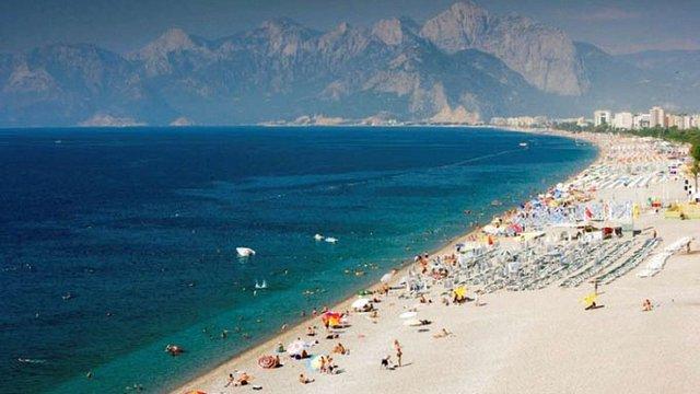 На курортах Анталії туристам заборонили розпивати алкоголь за межами готелів
