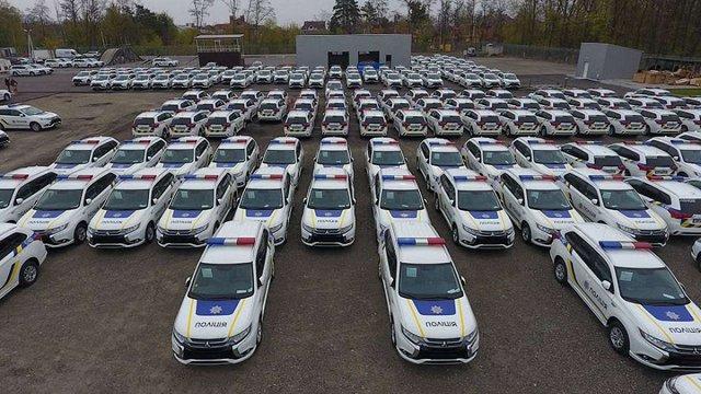 Українська поліція отримала першу партію гібридних авто Mitsubishi Outlander