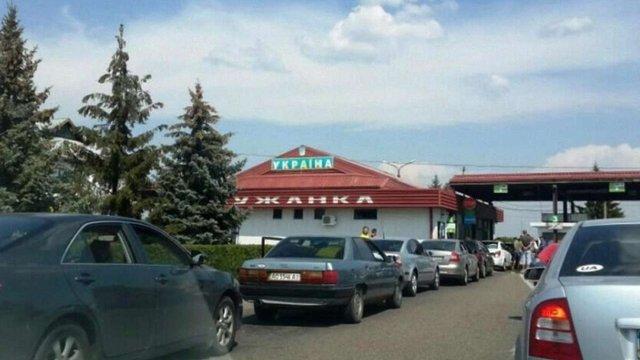 На Закарпатті митники вилучили в українця автомобіль через контрабанду 380 пачок сигарет