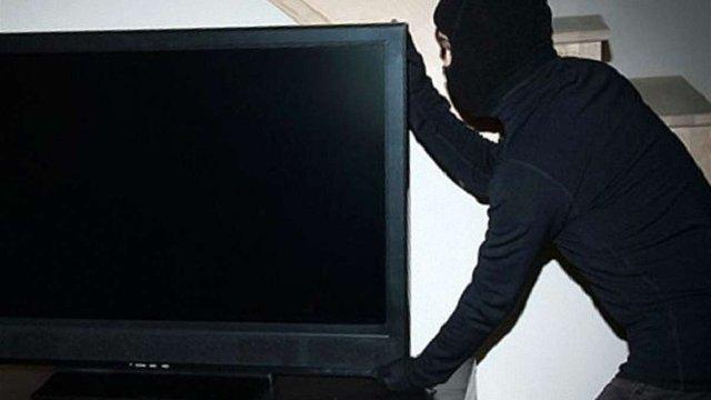 На Тернопільщині чоловік обміняв телевізор на фальшиві гроші