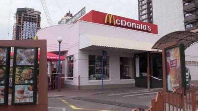 Невідомий вбив відвідувача київського McDonald's одним ударом