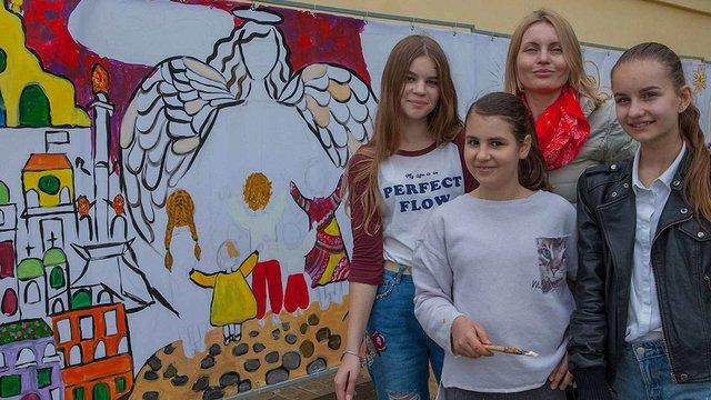 У Львові діти створюють монументальний розпис святоюрського муру