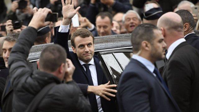 Еммануель Макрон перемагає на виборах президента Франції за даними екзит-полів
