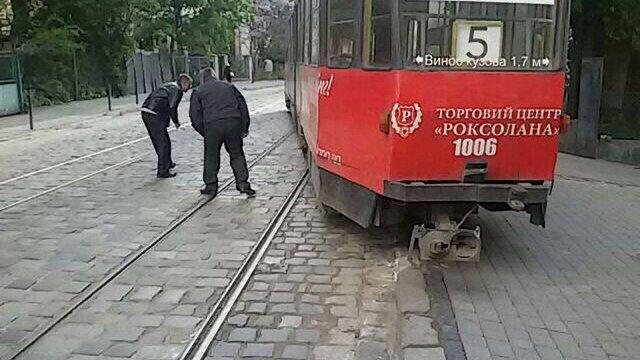 У Львові два трамваї зійшли з рейок