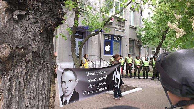 У Києві 9 травня сталися безлади через блокування поліцією офісу ОУН