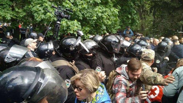 У Дніпрі на 9 травня виникла масова бійка через прапори: 15 затриманих, є постраждалі