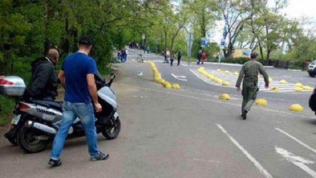 В Одесі озброєний чоловік на мопеді намагався прорватися на Алею Слави