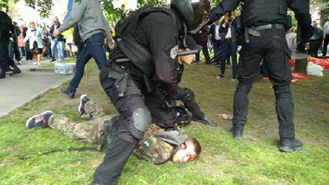 Співпрацю поліції з «тітушками» в Дніпрі 9 травня вивчає слідство, – ГПУ
