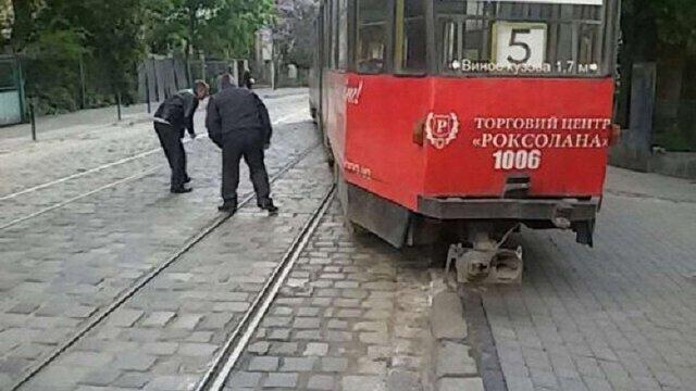 «Львівелектротранс» назвав причину сходження з рейок двох трамваїв
