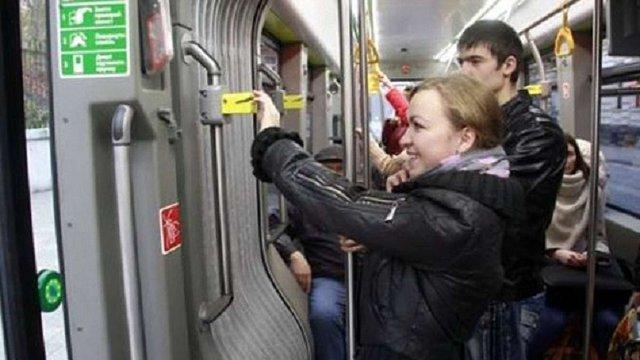 У Львові відновили контроль за оплатою проїзду в трамваях і тролейбусах