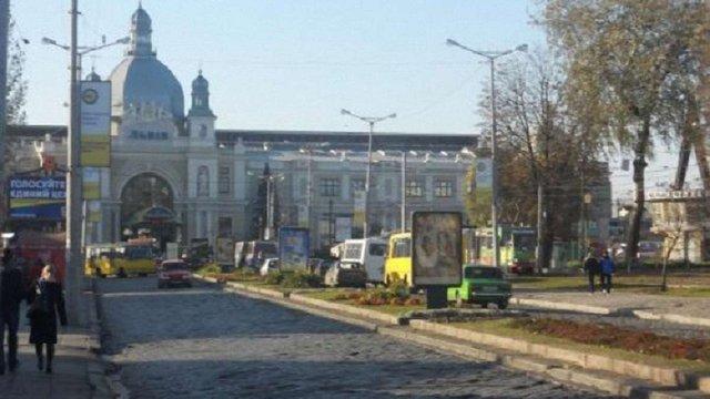 У Львові на 7 місяців обмежили рух транспорту біля залізничного вокзалу