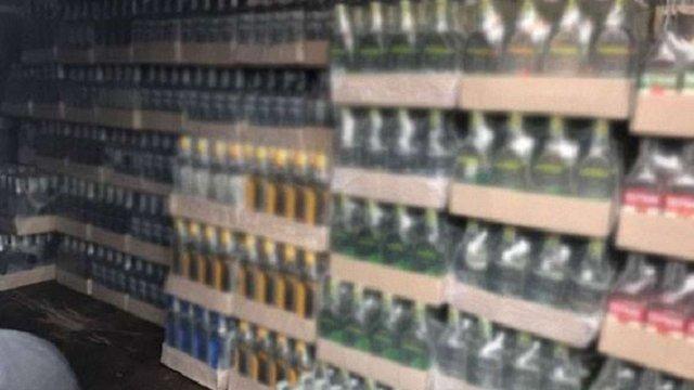 Поліція викрила у Львові масштабну мережу з підпільного виробництва алкоголю