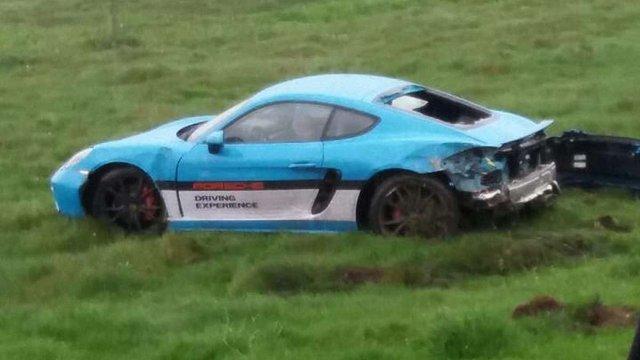 Під час тест-драйву водій компанії Porsche розбив під Львовом новий Porsche 718 Cayman