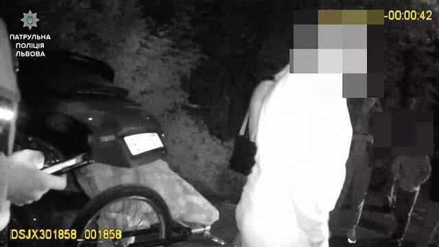 У Львові водій авто побив підлітка та забрав велосипед через порушення ПДР