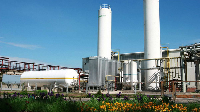 Гройсман закликав ГПУ й НАБУ не допустити банкрутства Одеського припортового заводу