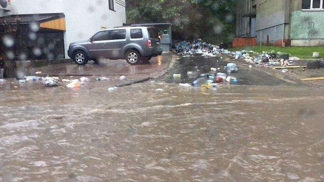 Через зливу комунальники Львова працюють у посиленому режимі