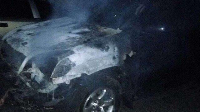 Уночі підпалили автомобілі селищного голови Брюховичів та його дружини