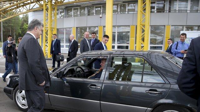 Президент виступив проти ввезення нерозмитнених автомобілів в Україну