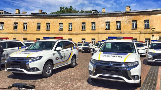 Українській поліції передали 635 позашляховиків Mitsubishi Outlander
