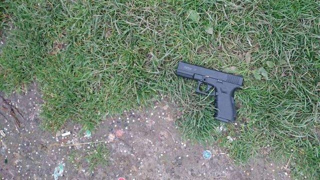 Двоє п'яних чоловіків стріляли в парку зі стартового пістолета у Львові