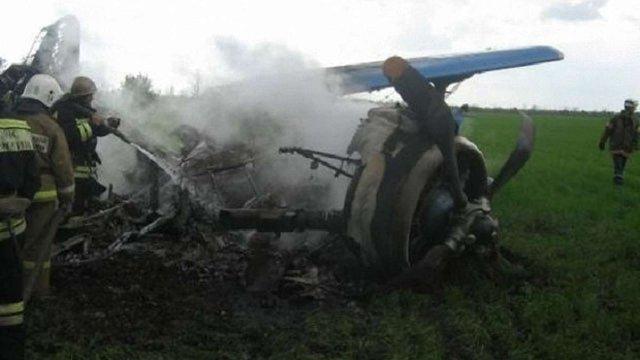 У передмісті Чернігова розбився легкомоторний літак, пілот загинув на місці