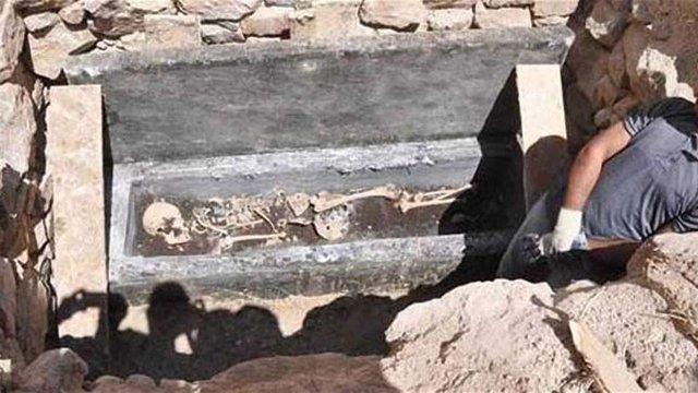 У Туреччині намагалися продати візантійський саркофаг зі скелетом всередині