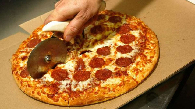 У США мусульманин вимагає $100 млн за те, що йому продали піцу зі свининою