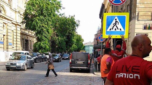 У Львові на вулиці Князя Романа заборонили паркування автомобілів