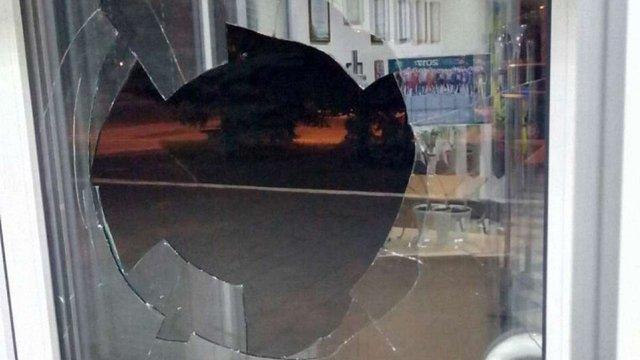У Краматорську невідомі хулігани атакували офіс українського телеканалу