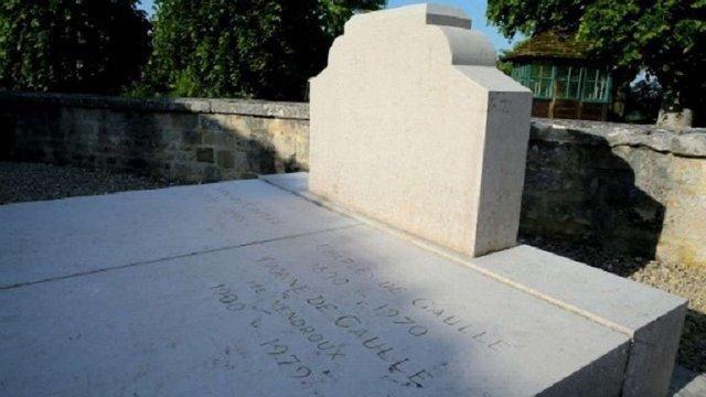 У Франції злочинець повалив хрест на могилі Шарля де Голля