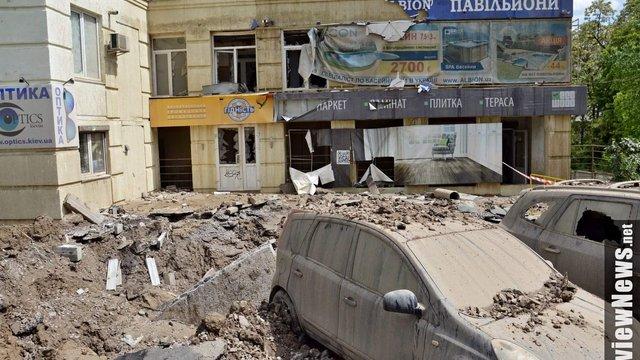 В Києві прорвало трубу з гарячою водою: потік води сягав сьомого поверху