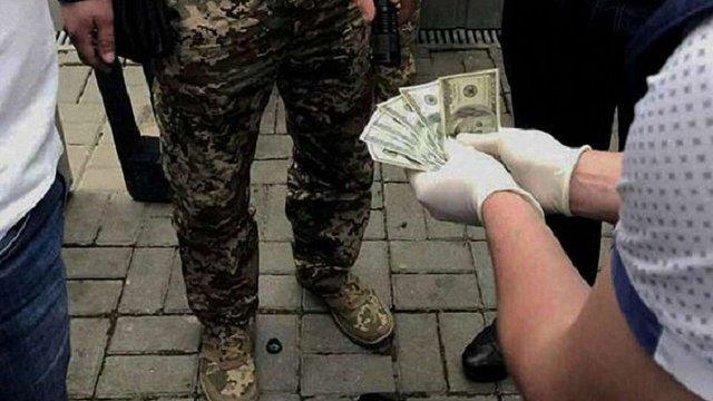На хабарі затримали одного з керівників Дрогобицької виправної колонії