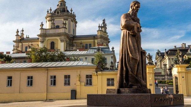Львів'ян закликають запалити лампадки біля собору Юра в пам'ять про Блаженнішого Гузара