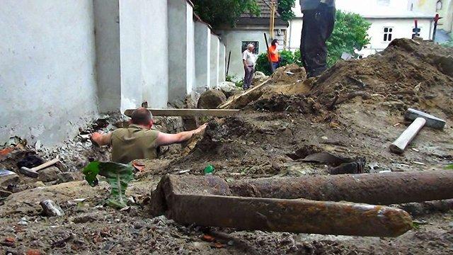 У центрі Львова знайшли масові поховання людей