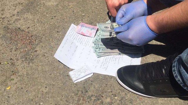 У Львові затримали директора фірми за спробу дати хабар прокурору