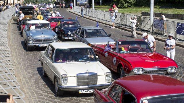 У Львові стартували перегони понад сотні ретро-автомобілів
