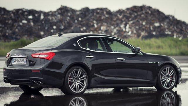 Рядовий львівський податківець купив собі Maserati Ghibli S Q4