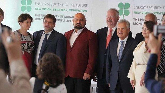 Представників Кабміну та ВРУ помітили на форумі міністра-втікача Злочевського в Монако